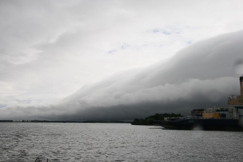 061712 19 Heading into Helsinki Harbour The Storm Front we we running in front of
