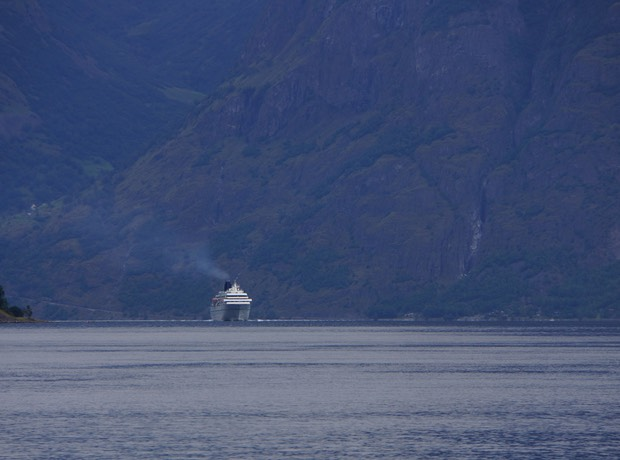 080913 8 Cruise Ship arriving in Flam