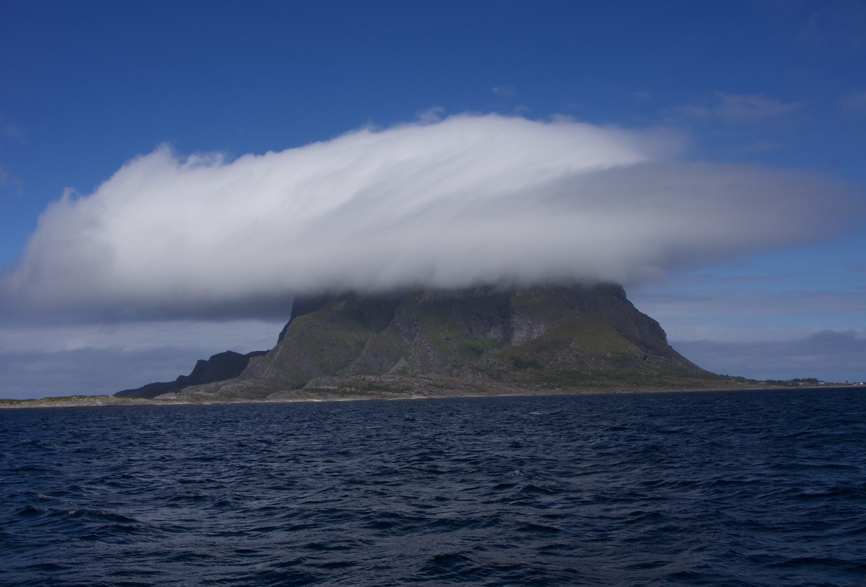 140623 Cloud hanging over Lovund
