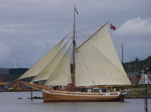140816 Another beautiful timber boat