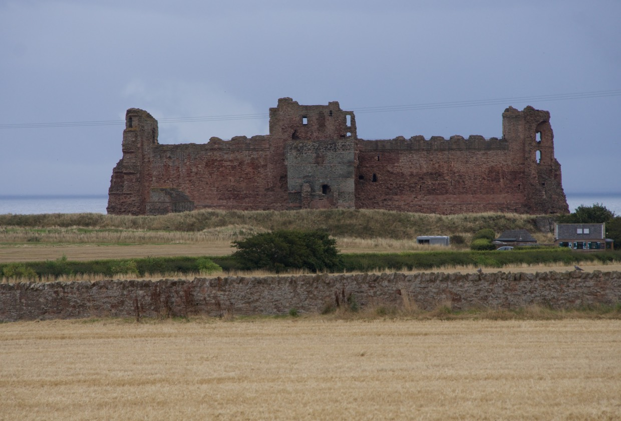 140828 Heading to North Berwick Tantallon Castle 1350
