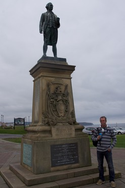 140906 9 Whitby Andrew and Captain Cook.jpg