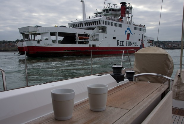 140927 Morning entertainment the Red Funnel Ferry Cowes