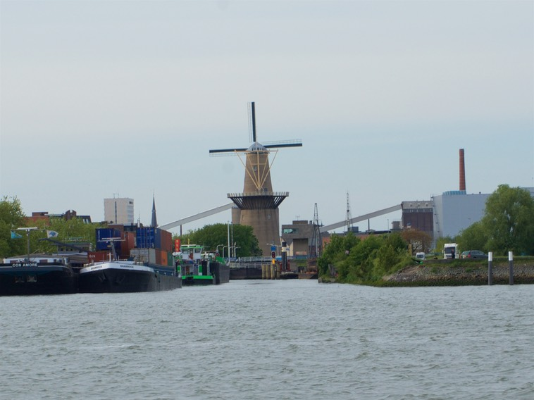 150517 6 Arriving Rotterdam Spotted our first Windmill