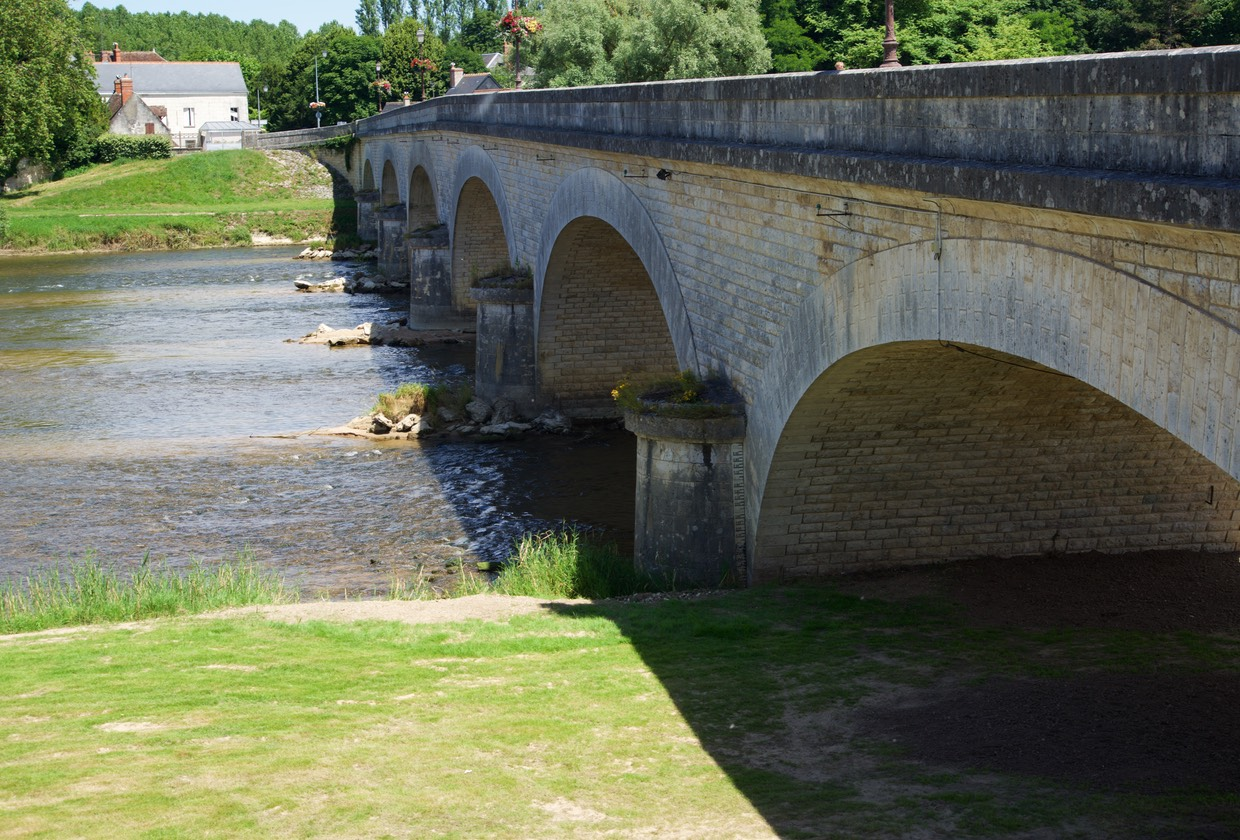 160707 Bridge over river Cher