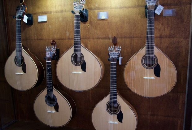 160812 Porto walking tour House of Guitars