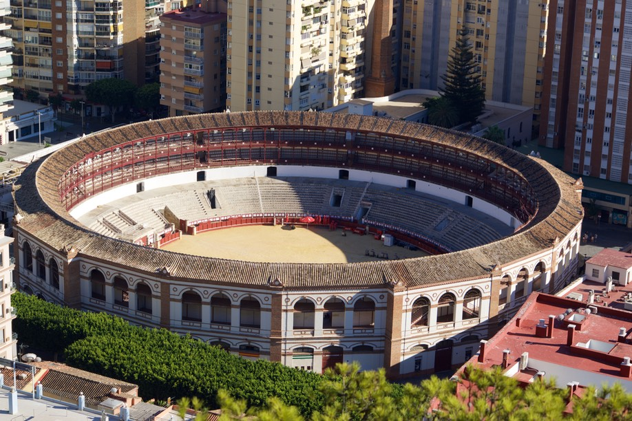 160918 6a Malaga's Bull ring as seen from  Alcazaba 8th to 11th centuries.jpg