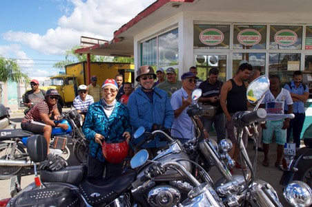 161126 20 Holguin to Guantanamo Cuba Fuelling always created a crowd