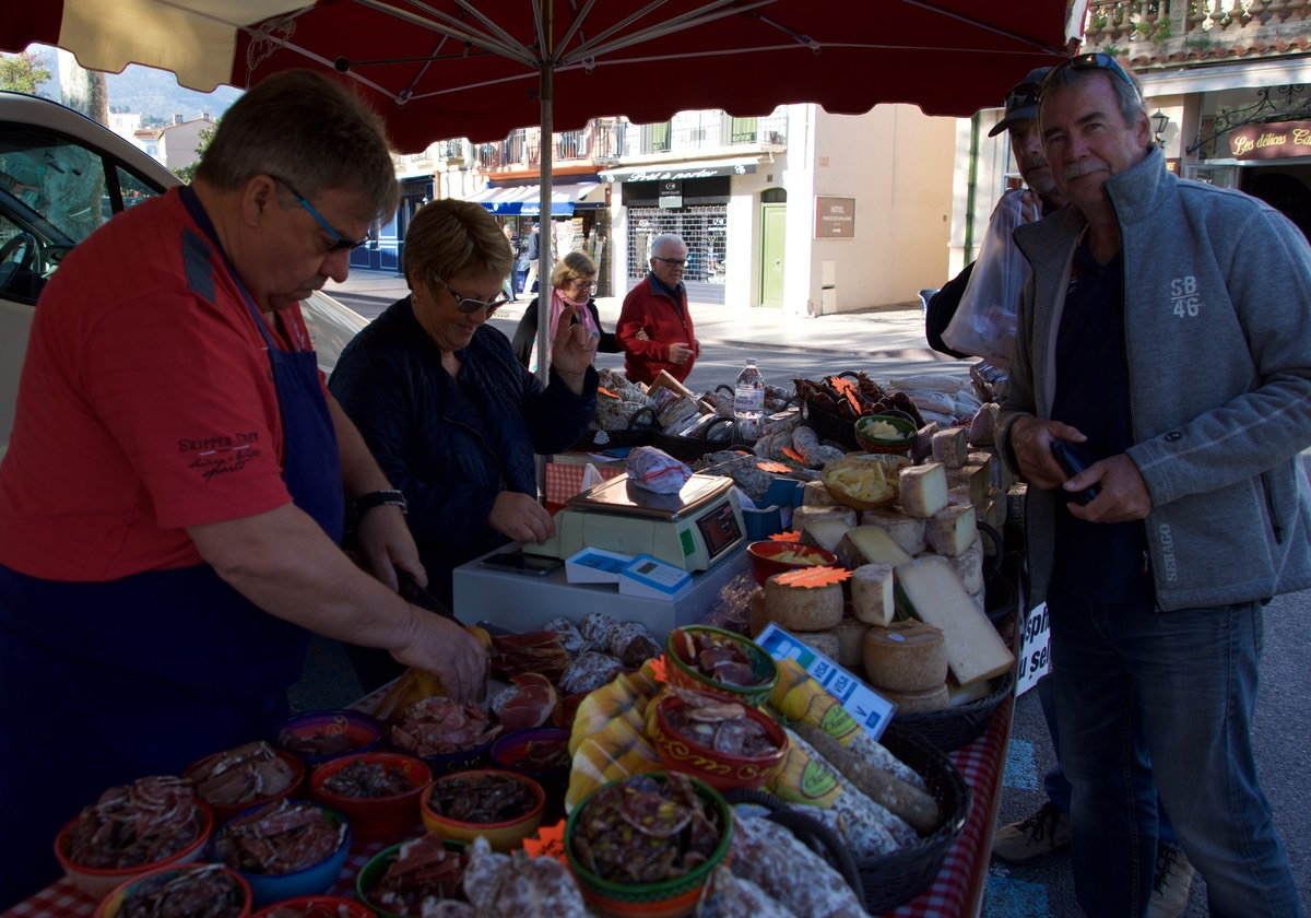 170409 Market day Collioure France