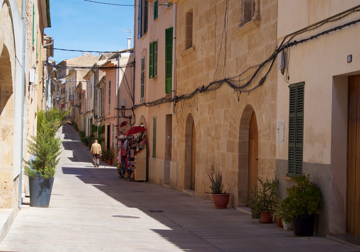 170502 Walking Alcudia Old Town Mallorca