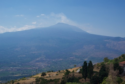 170719 1 Heading off to Syracuse first glimpse of Mt Etna