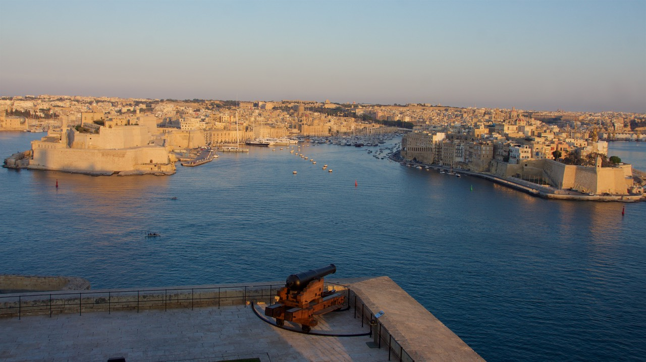 170802 13 Sunset Looking across Grand harbour to Vittoriosa Yacht Marina