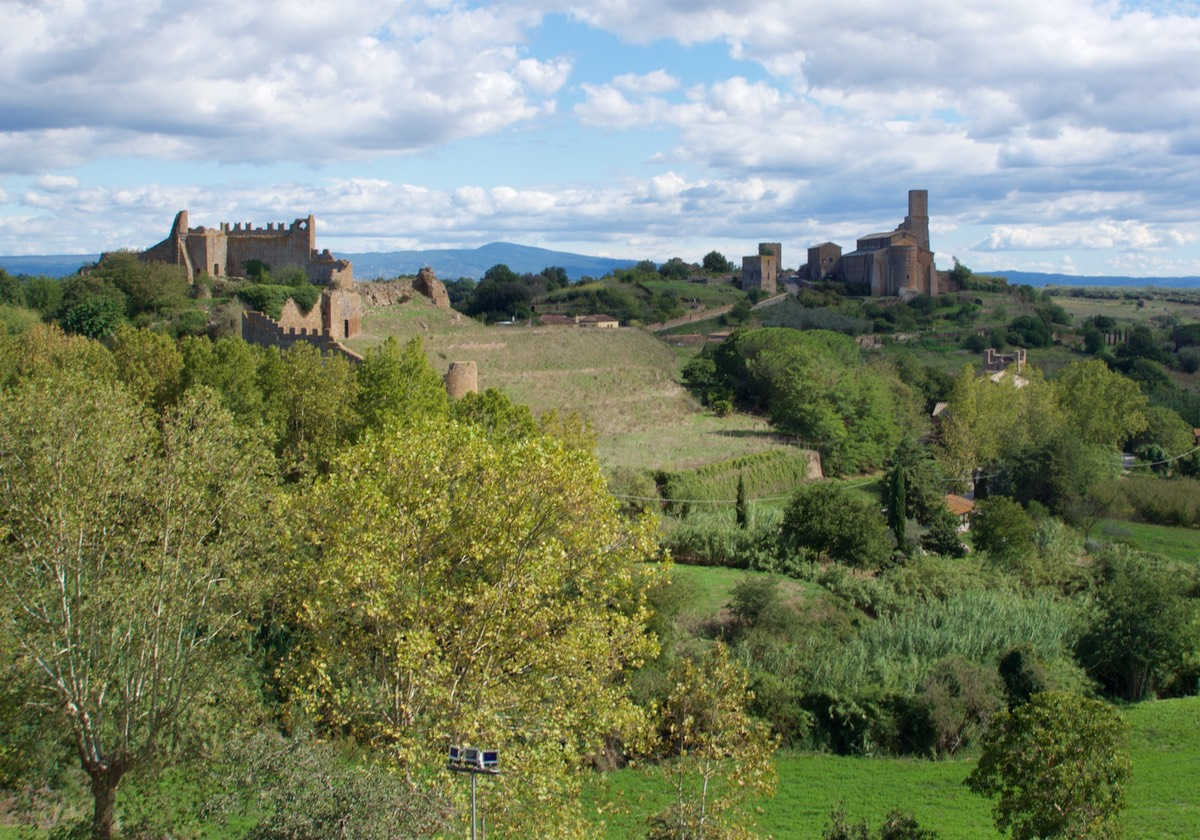 170920 Lunch Stop Tuscania View of Church of San Pietro