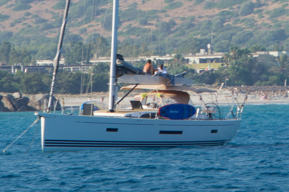 190727 2 Andrew and Paul fixing Savvys sail  Porto Giunco  Cagliari
